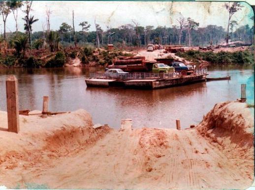 Balsa sobre o Rio Pimenta Bueno inicio de 80