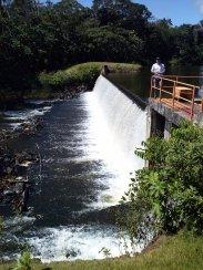 Barragem de contenção para garantir o fornecimento mesmo em períodos de estiagem.